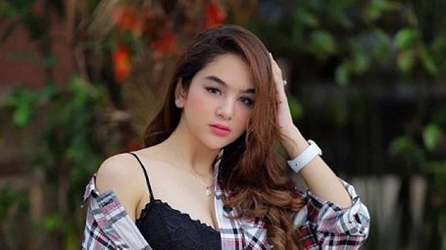 Profil Artis FTV Hana Hanifah yang Lagi Booming